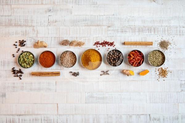 Zutaten für ein Curry Gewürze
